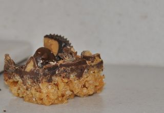 Peanut butter cup rice crispy treat